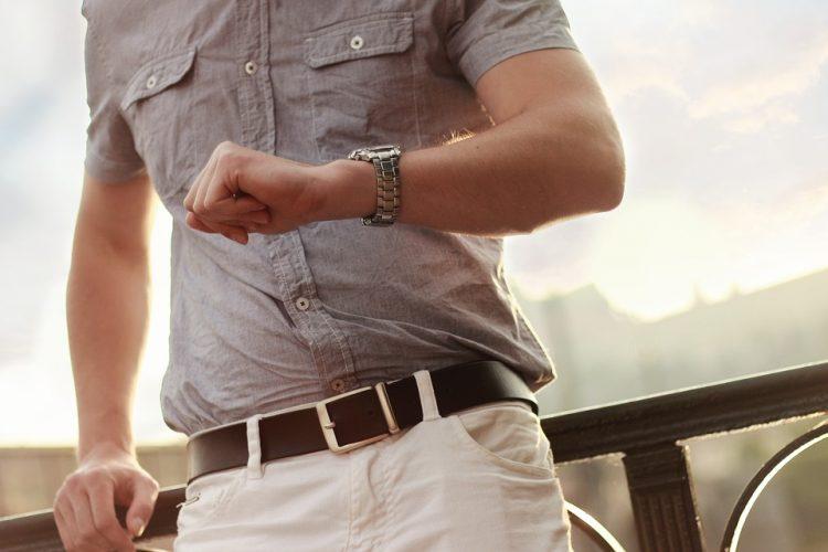 ceinture marron sur homme
